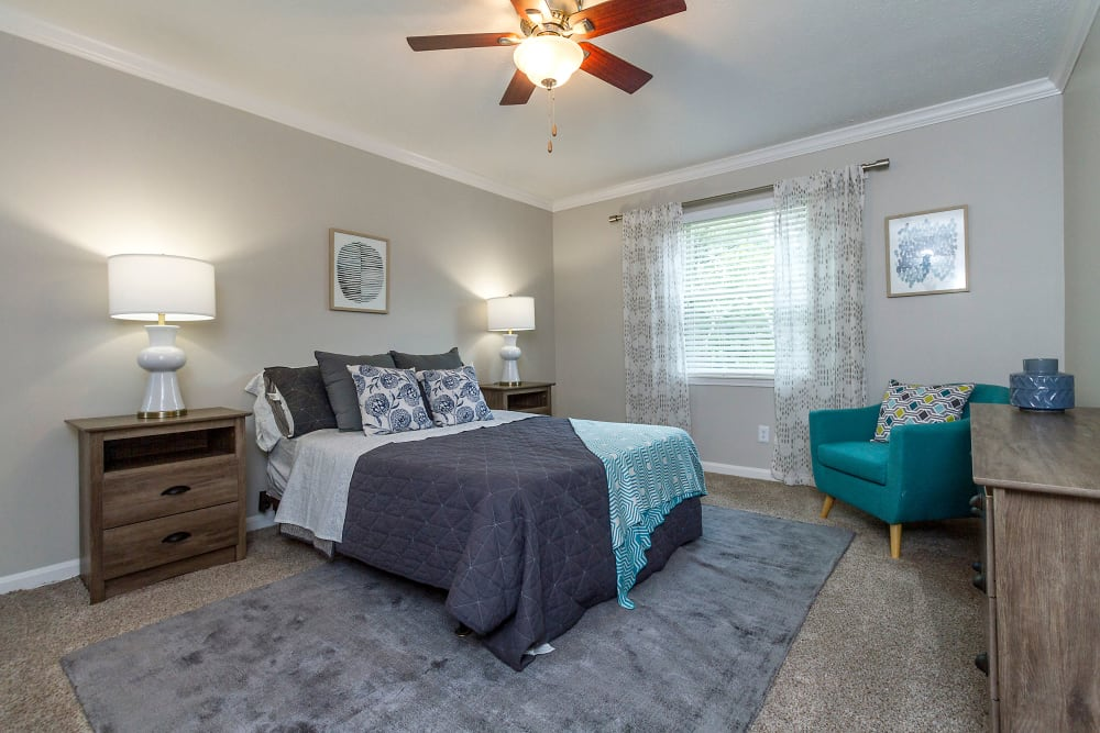 Park at Hurstbourne offers a Bedroom in Louisville, Kentucky