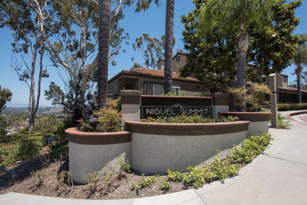 Beautiful, well-manicured apartment sign at Niguel Summit Condominium Rentals in Laguna Niguel, California