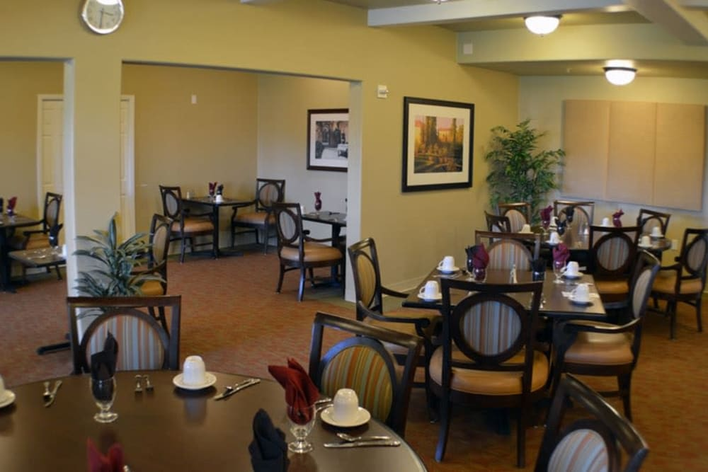 The dining room at The Lakes at Banning in Banning, California.