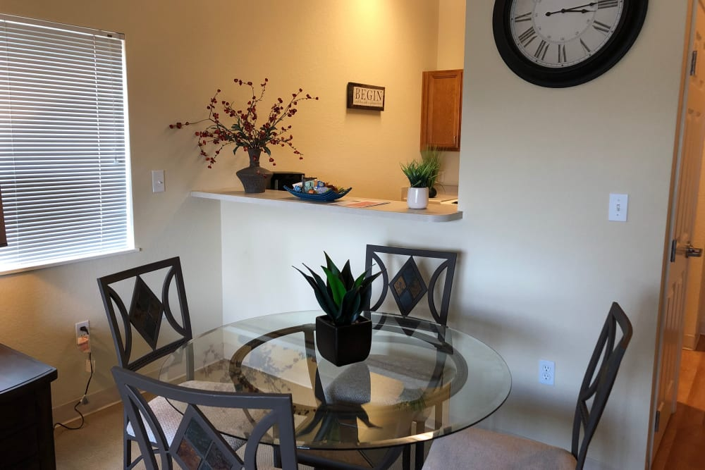 A resident dining room at The Lakes at Banning in Banning, California.