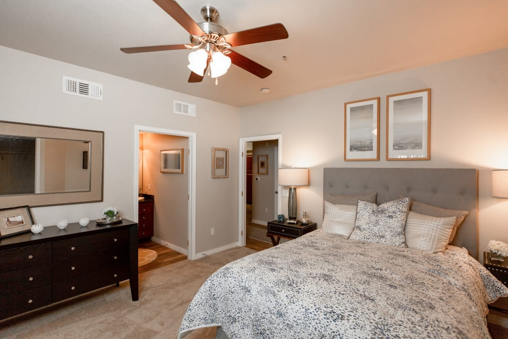 Large main bedroom with plush carpeting at Wolf Ranch Condominium Rentals in Sacramento, California