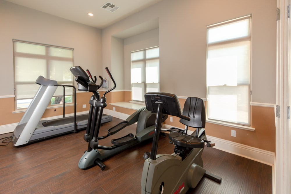 Fitness center at Wolf Ranch Condominium Rentals in Sacramento, California