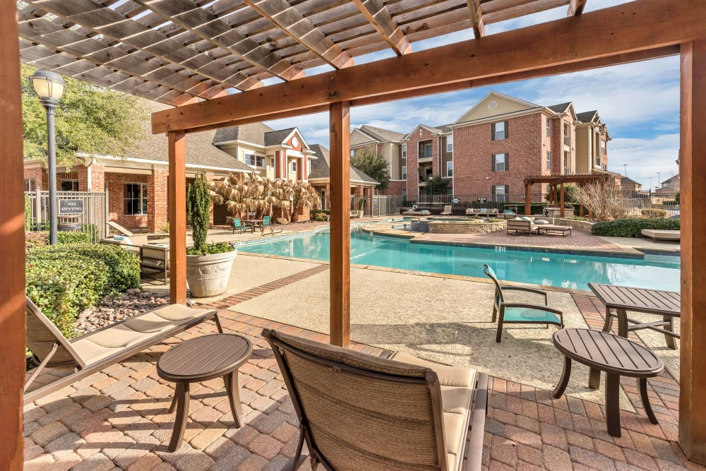 Gazebo seating poolside at Vista 121 Apartment Homes in Lewisville, Texas