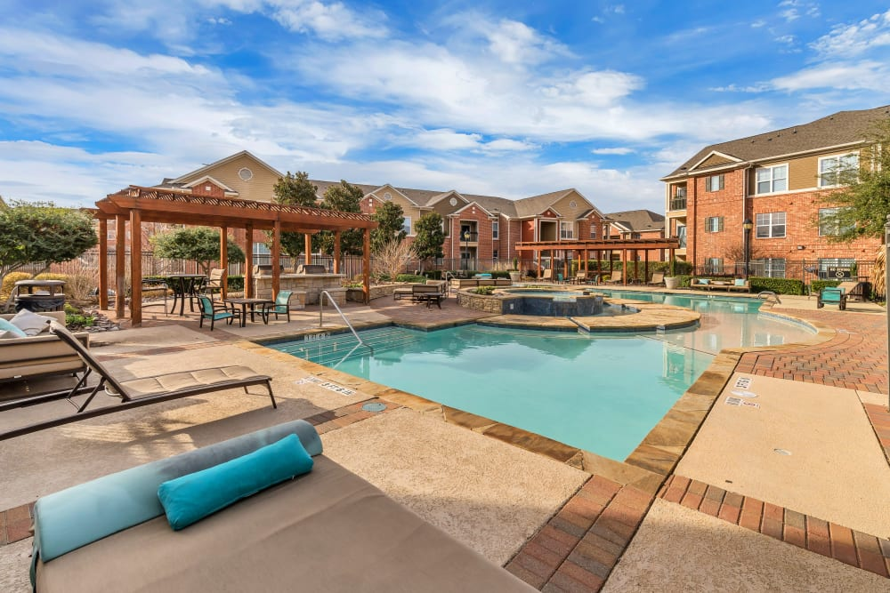 Sparkling swimming pool on a sunny day at Vista 121 Apartment Homes in Lewisville, Texas