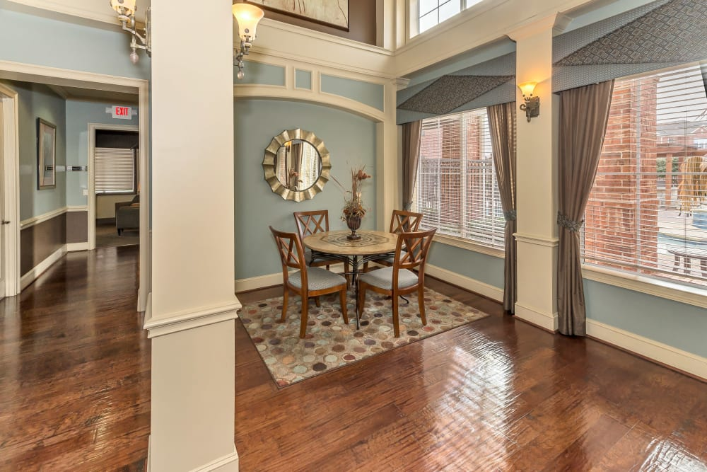 Dining nook in the clubhouse at Vista 121 Apartment Homes in Lewisville, Texas