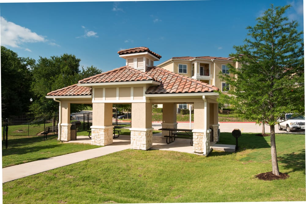 BBQ Area at Estancia at Ridgeview Ranch in Plano, Texas