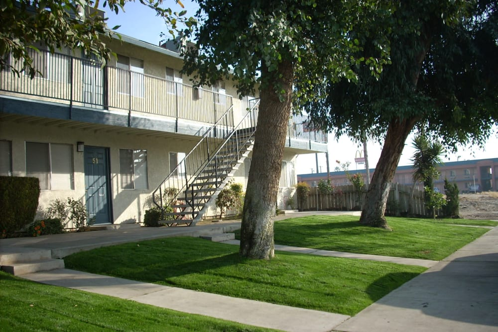 Scenic exterior of El Potrero Apartments in Bakersfield, California