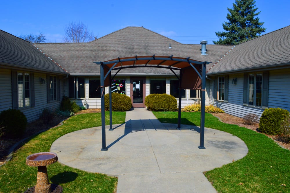 Outdoor seating at Wyndemere Assisted Living, Green Bay, WI.