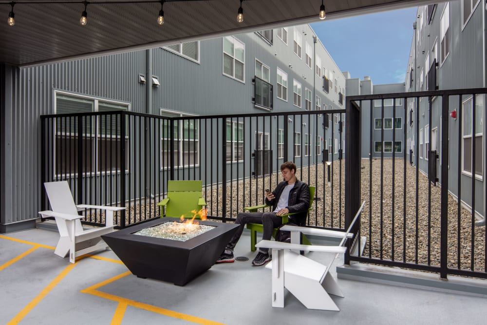Outdoor study space at evolve on Main in Pullman, Washington