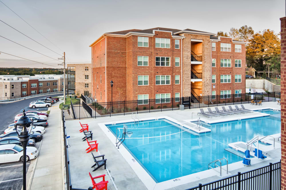 Resort-style swimming pool at evolve Tuscaloosa in Tuscaloosa, Alabama
