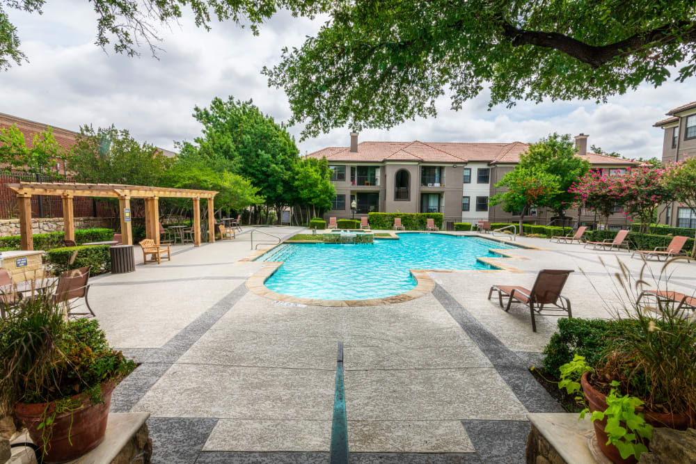 Luxury outdoor pool at The Lyndon in Irving, Texas