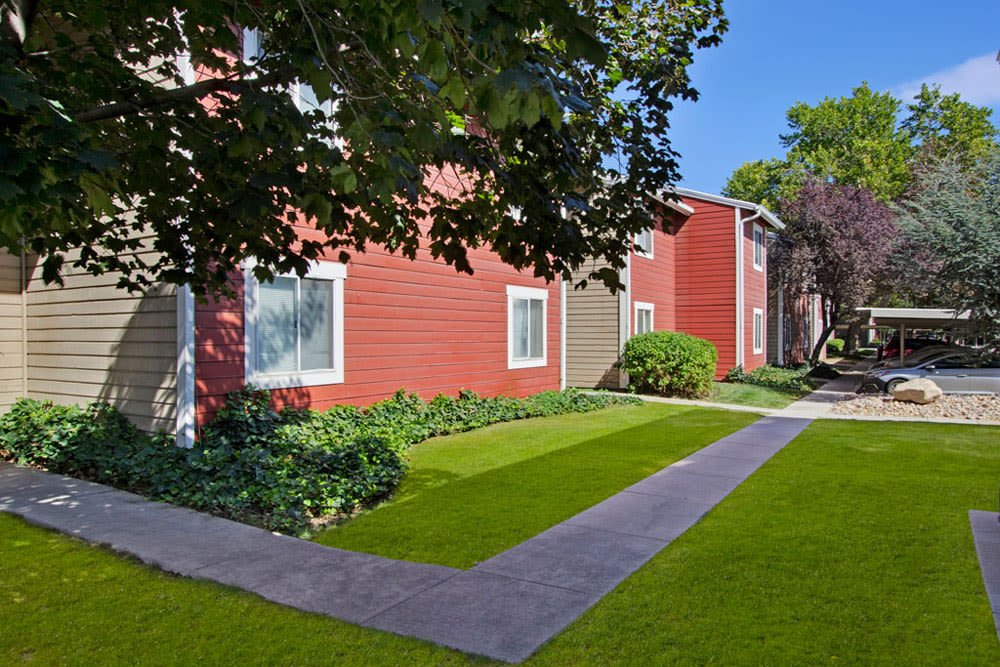 Well manicured exterior landscape at Overlook Point Apartments in Salt Lake City, Utah
