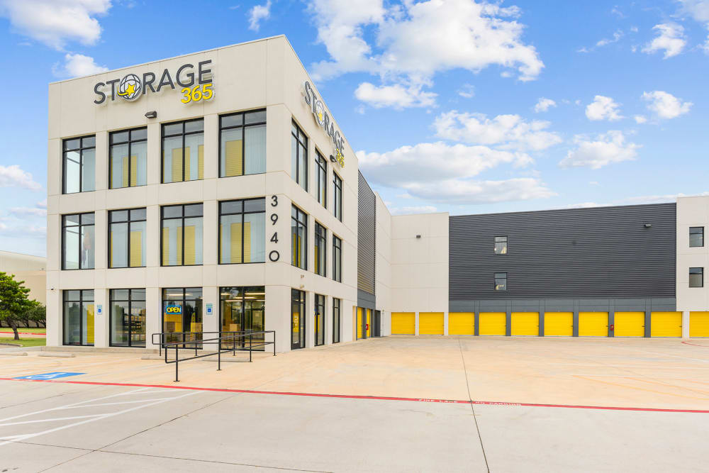 Complex exterior on a sunny day at Storage 365 in Plano, Texas