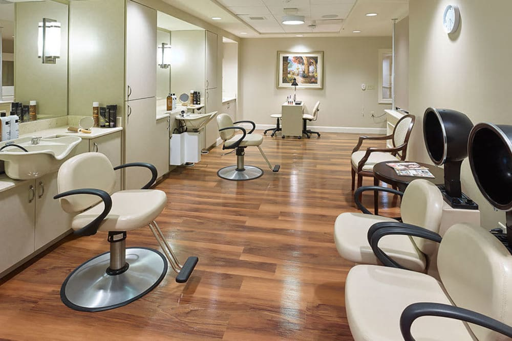 Salon room at Symphony at Centerville in Dayton, Ohio