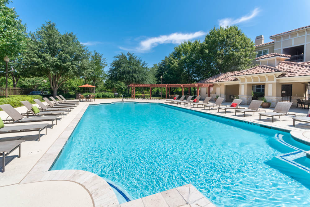 Enjoy Apartments with a Swimming Pool at Estancia at Ridgeview Ranch
