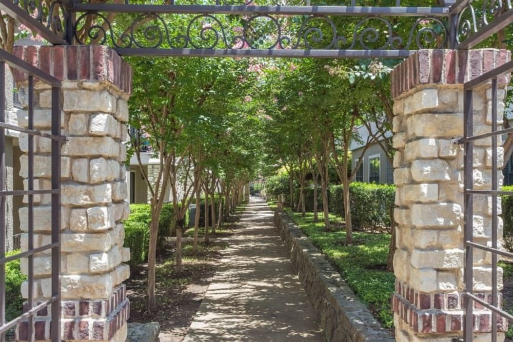 Beautiful landscaping at The Verandas at Timberglen in Dallas, Texas