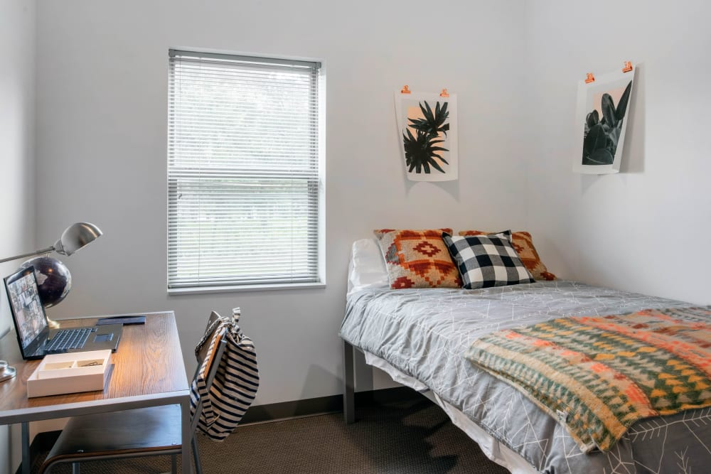 Bedroom with space to study at Onyx in Tallahassee, Florida