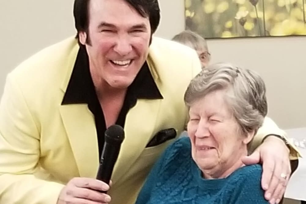 Resident with singer at Emery Place in Robins, Iowa