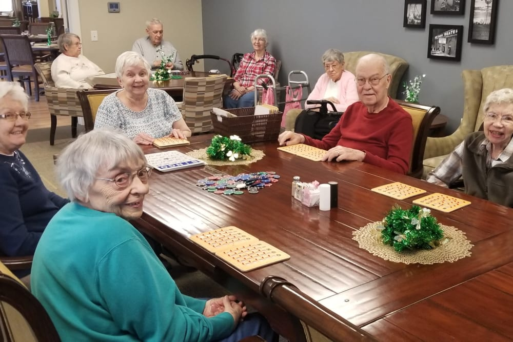 Residents sitting together at a table at Emery Place in Robins, Iowa