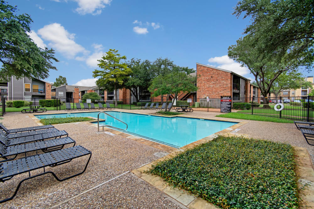 The outdoor pool at The Madison in Dallas, Texas