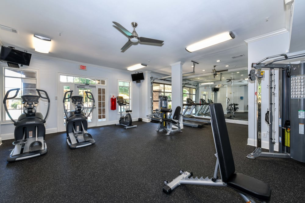 Well-equipped fitness center at 860 South in Stockbridge, Georgia