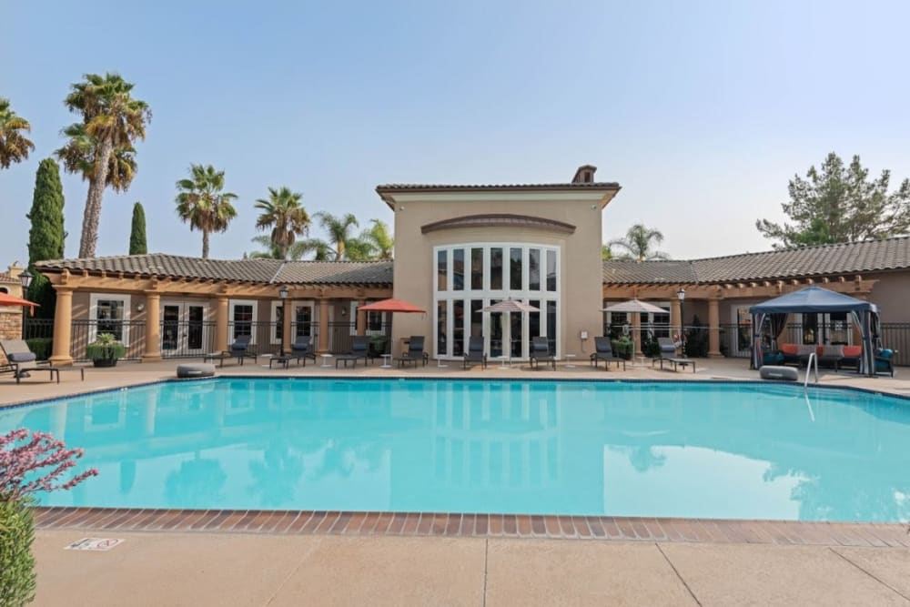 Outdoor community swimming pool at Sofi Shadowridge in Vista, California