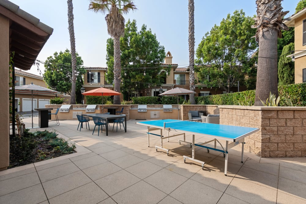 Outdoor community space featuring a ping pong table at Sofi Shadowridge in Vista, California
