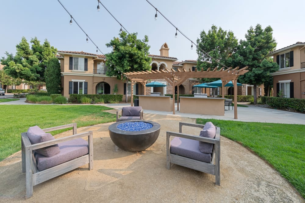 Community space featuring a fire pit at Sofi Shadowridge in Vista, California
