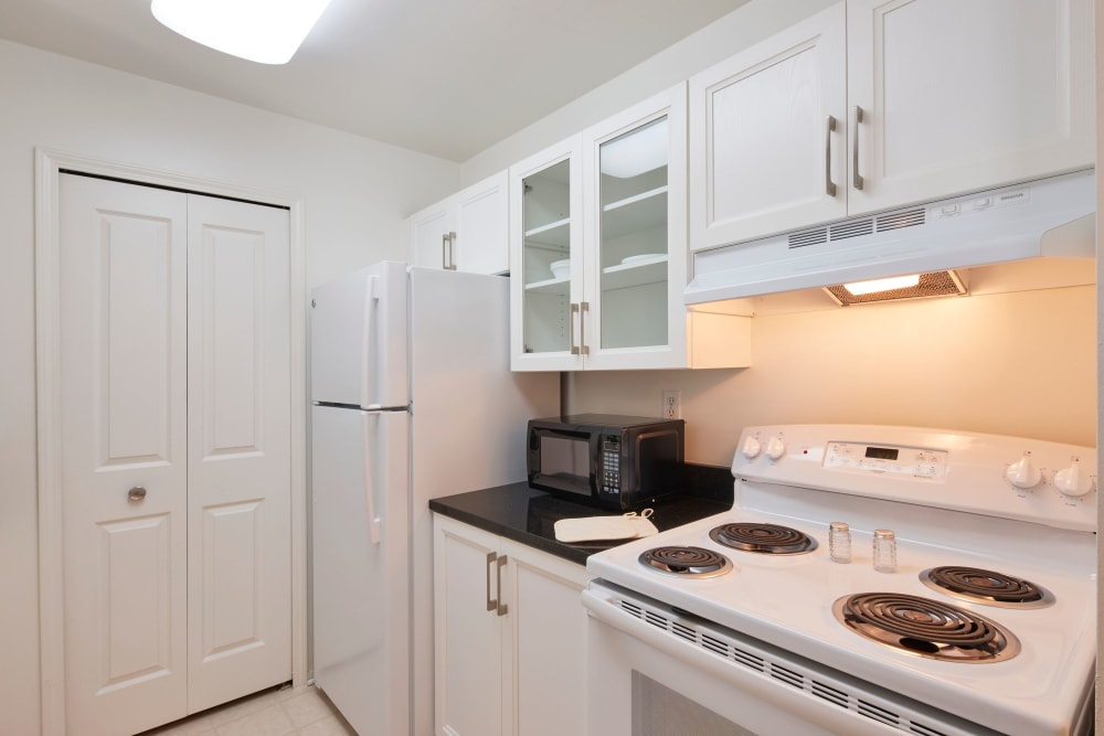 Model kitchen with white appliances at Briar Cove Terrace Apartments in Ann Arbor, Michigan