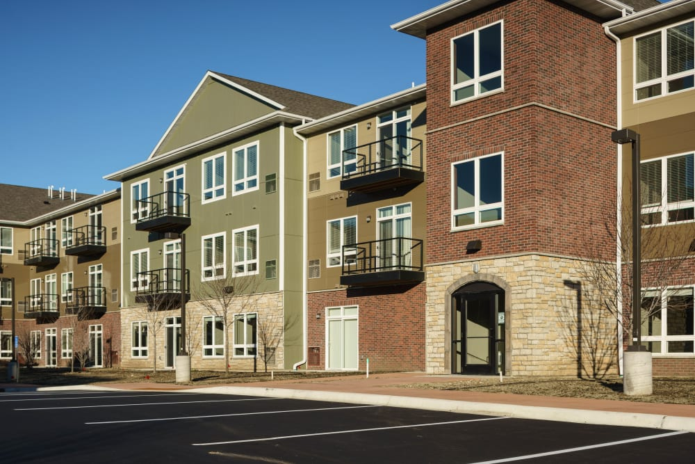 Contemporary exterior of Remington Cove Apartments in Apple Valley, Minnesota