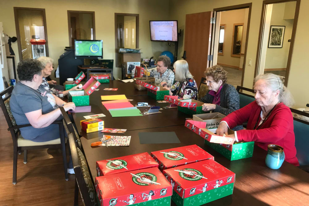 Arts and crafts class at Edencrest at Green Meadows in Johnston, Iowa
