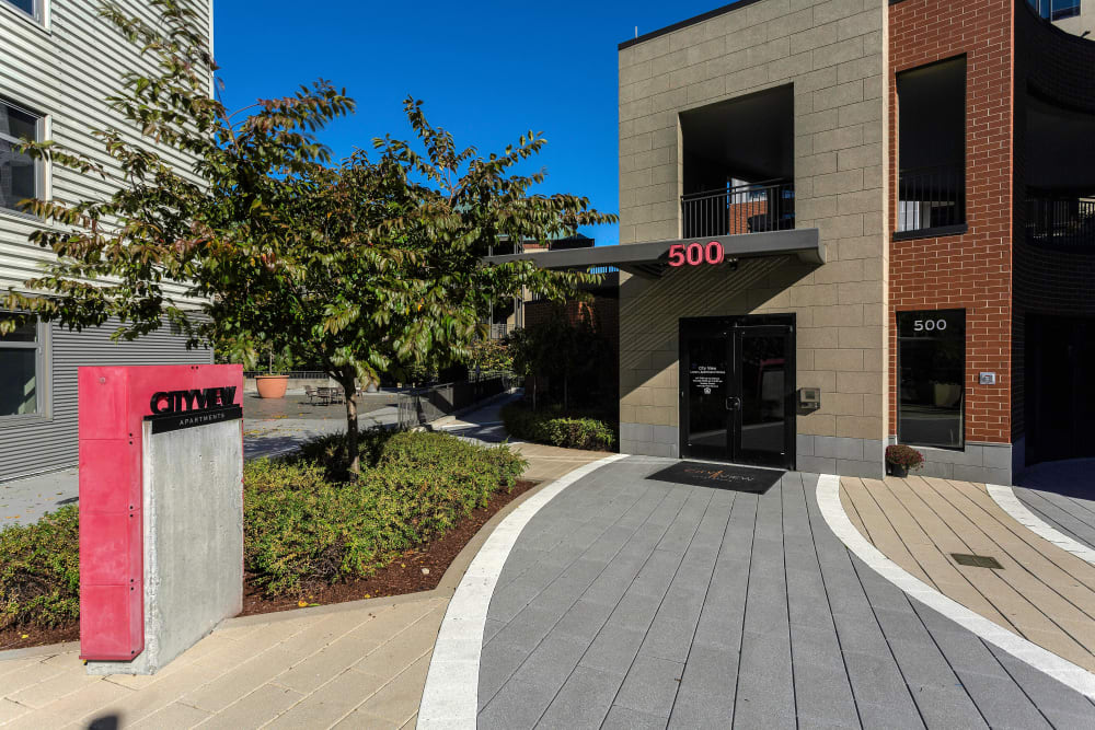 Beautiful front walkway to City View Apartments in Nashville, Tennessee