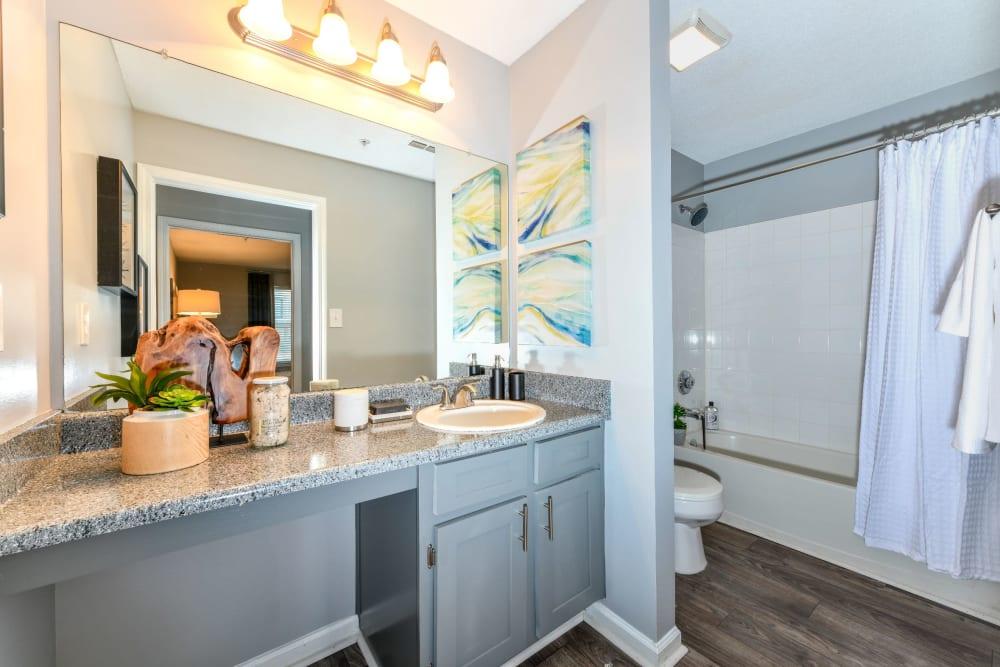 Clean bathroom at 900 Dwell in Stockbridge, Georgia
