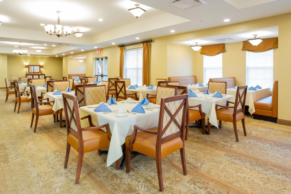 Spacious dining room at Harmony at West Shore in Mechanicsburg, Pennsylvania