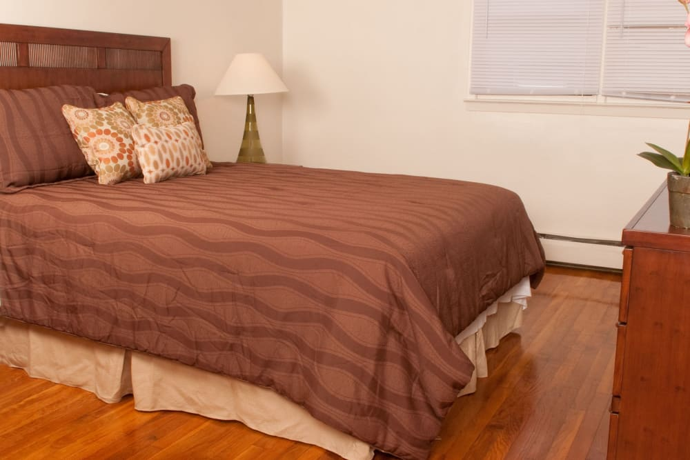 Spacious bedroom at Rosehill Gardens in Elizabeth, New Jersey