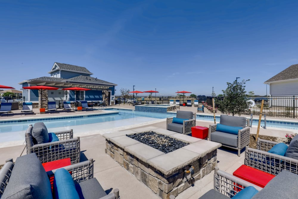 Beautiful resort-style swimming pool with an expansive sundeck at Avilla Eastlake in Thornton, Colorado