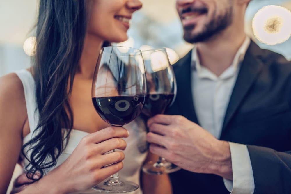 Couple enjoying wine at Hudson on Farmer in Tempe, Arizona