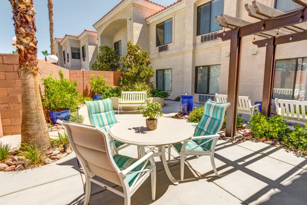 Outdoor Dining at The Lynmoore at Lawnwood Assisted Living and Memory Care in Fort Pierce, Florida