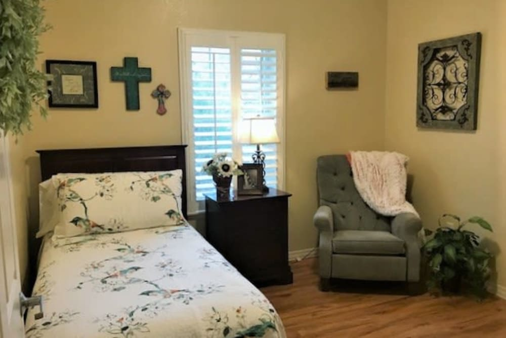 A studio apartment at Autumn Grove Cottage at Pearland in Manvel, Texas