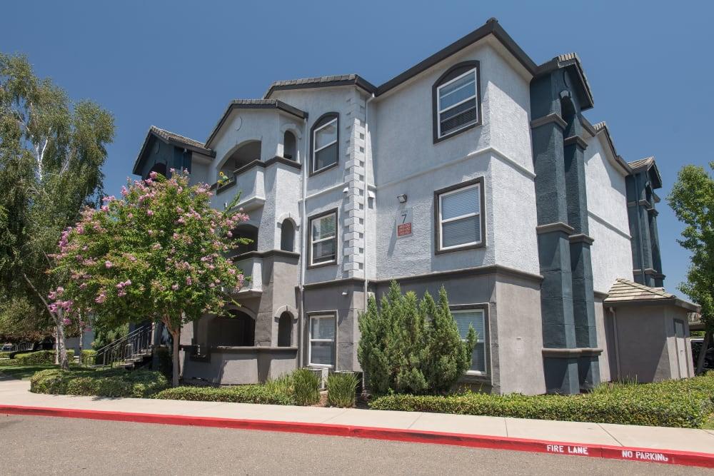 Exterior of Avion Apartments in Rancho Cordova, California
