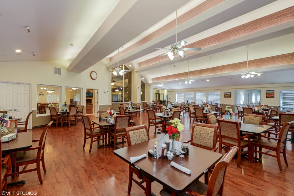 A resident dining room at Truewood by Merrill, Taylorsville in Taylorsville, Utah