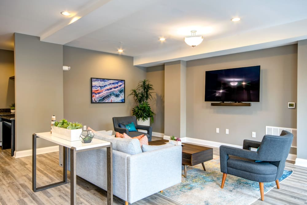 A community lounge with a flat-screen TV at Manassas Station Apartments in Manassas, Virginia