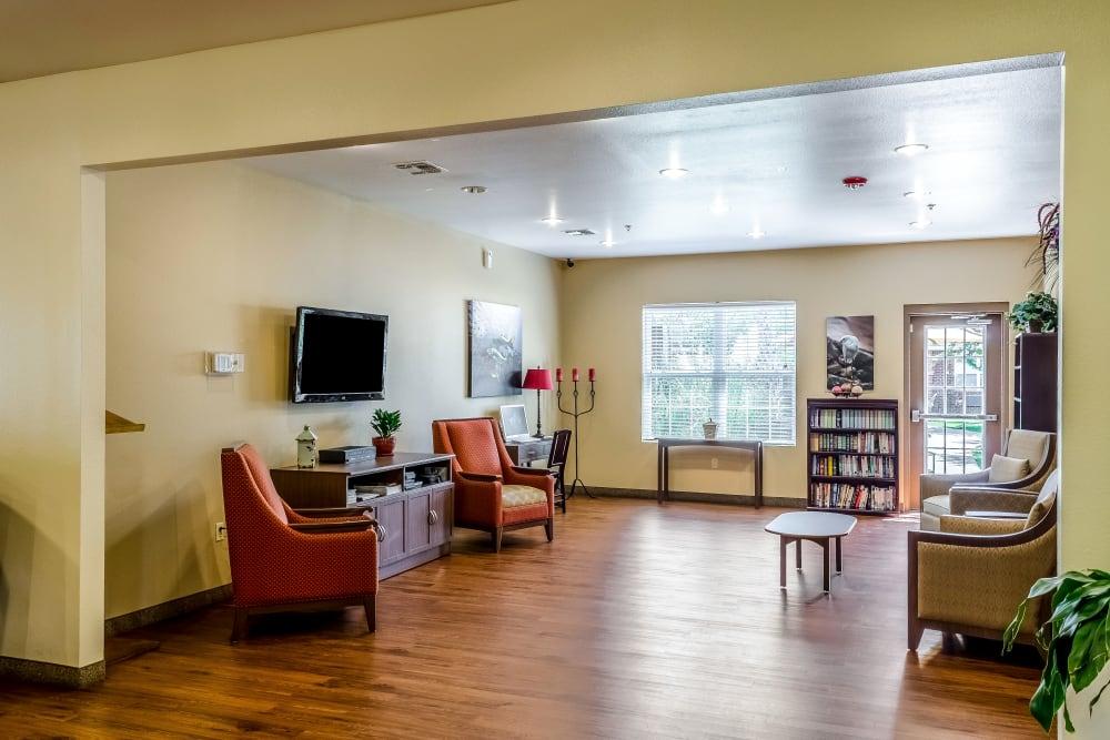 TV room at Truewood by Merrill, Ocean Springs in Ocean Springs, Mississippi.