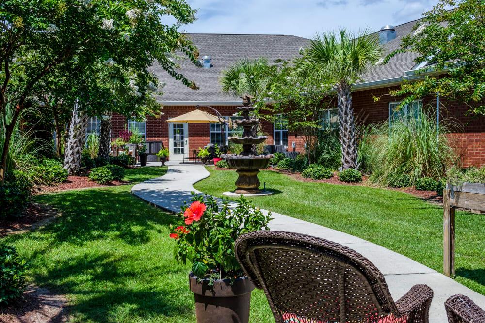 Courtyard with walking paths at Truewood by Merrill, Ocean Springs in Ocean Springs, Mississippi
