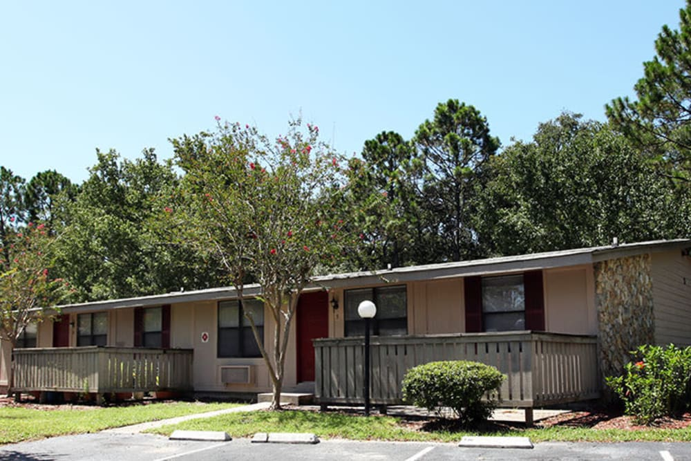 Exterior photo of Kings Crossing Apartments in Jacksonville, Florida