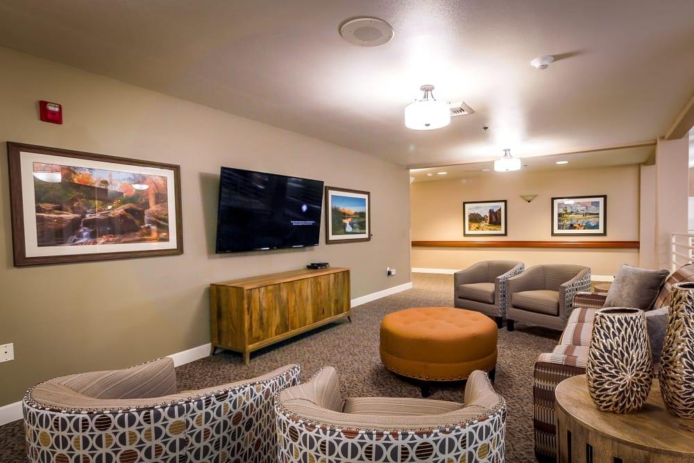 Community TV room at Evergreen Senior Living in Eugene, Oregon