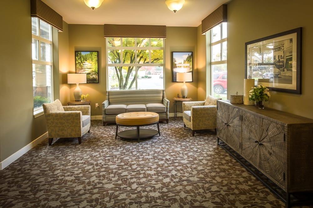 Cozy community lounge at Evergreen Senior Living in Eugene, Oregon