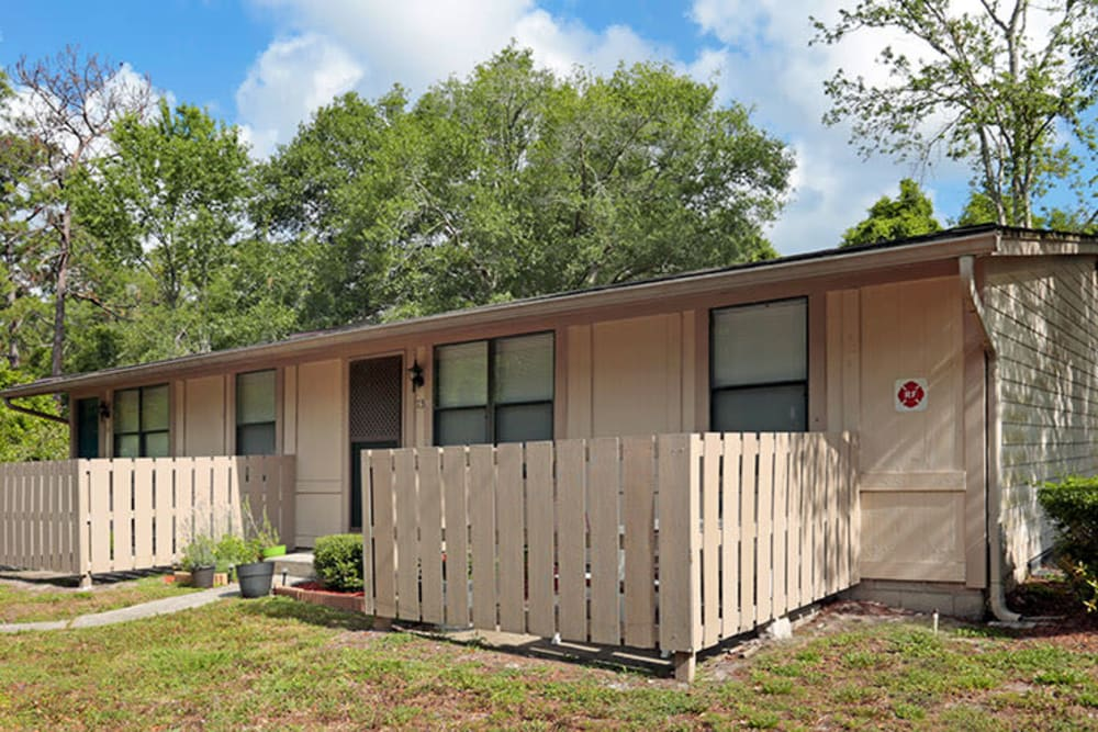 Private fenced patios at Oak Shade Apartments in Orange City, Florida