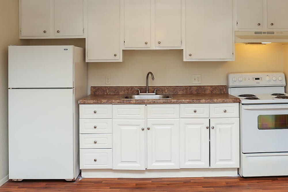 Bright clean kitchen at Pelican Pointe Apartments in Jacksonville, Florida
