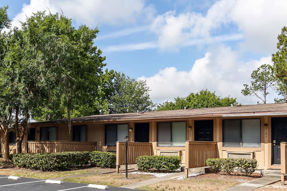 Exterior photo of lPelican Pointe Apartments in Jacksonville, Florida